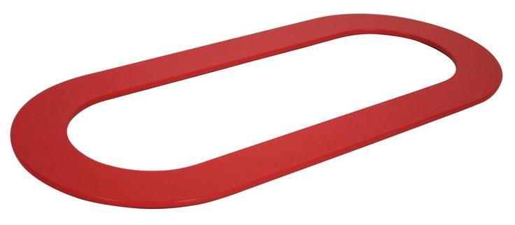 La forma allude al circuito automobilistico, Ring di Fermob. Un sottopiatto divertente in alluminio verniciato, nei colori papavero, verbena e liquirizia. Trattato anche per uso esterno. Misura L 42,5 x P 19 cm