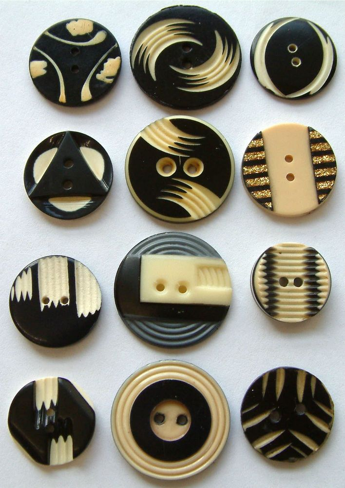 12 Vintage Art Deco Black & Ivory Coloured Carved Celluloid Buttons 16mm -23mm