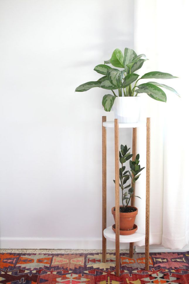 Use pre-cut wooden circles + square dowels to make a DIY mid-century plant stand.