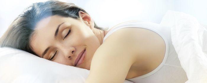 Diversos estudos têm demonstrado a importância do sono para a saúde. Dormir bem, segundo o pneumologista e especialista em sono no Sírio-Libanês, o dr. Maurício da Cunha Bagnato, significa dormir entre sete a oitos horas ininterruptas diariamente. Horas a mais ou a menos podem afetar a...