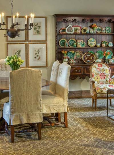 I want these monogrammed slipcovers! After seeing Lisa Luby Ryan's styling of a Highland Park, Dallas home, in the latest Trad Home Mag, I'm deciding she's my new favorite designer.