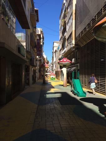Calle de Las Setas, Alicante: Lees beoordelingen van echte reizigers zoals jij en bekijk professionele foto's van Calle de Las Setas in Alicante, Spanje op TripAdvisor.