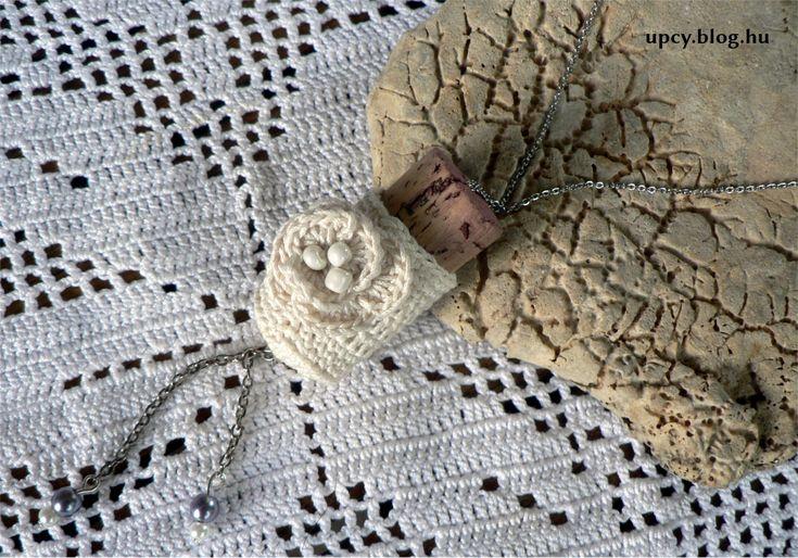 Vintage crochet cork necklace.  Horgolt parafa nyaklánc, vintage.