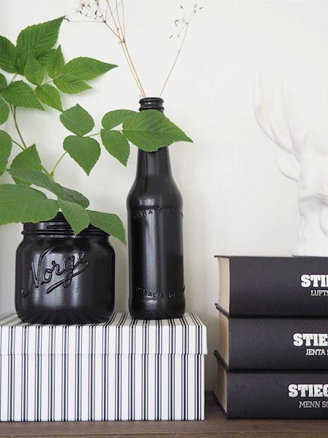 DIY: Norgesglass og ølflaske sprayet med svart lakk