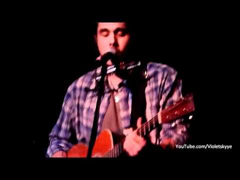 John Mayer sings a new song (Whiskey, Whiskey, Whiskey) at a surprise midnight show at the Hotel Cafe.