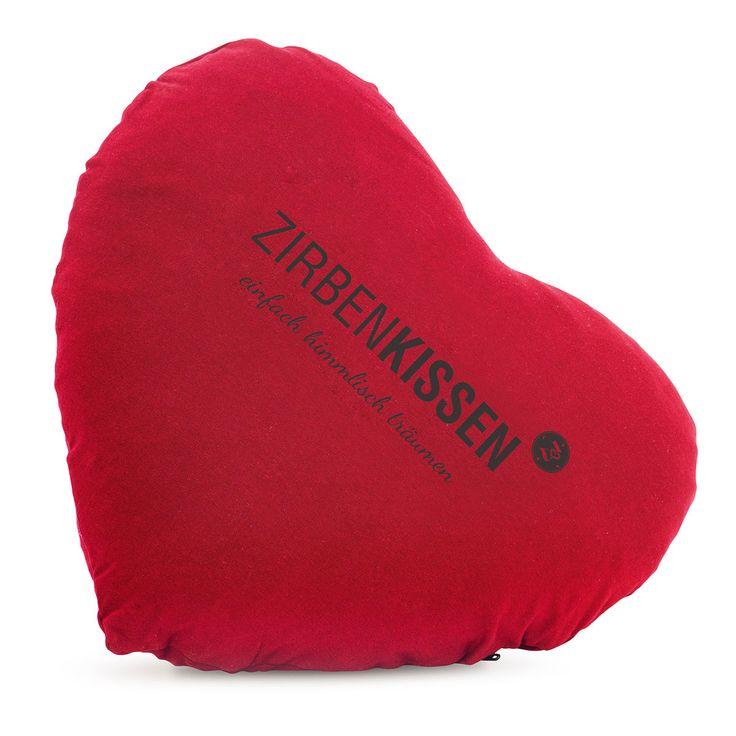 Dieses Zirbenkissen ist gefüllt mit frisch gehobelten, luftgetrockneten Zirbenflocken. Die Zirben sorgen für einen erholsamen Schlaf. #kissen #pillow #zirbenholz #herz #heart #geschenk #geschenkidee #geschenkartikel #gifts #presents #weihnachtsgeschenk #bessererschlaf #sleepwell  www.bettwaren-shop.de