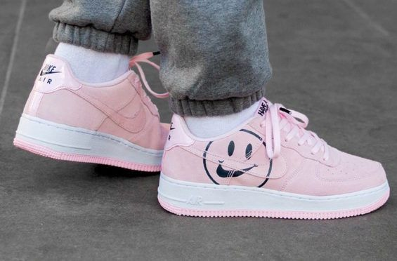 have a nike day air force 1 pink