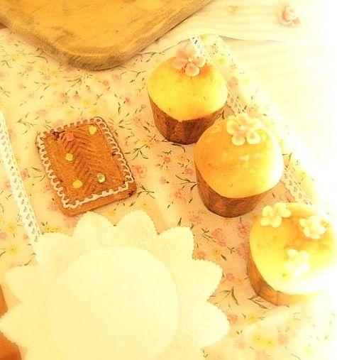 手作りマフィンに、 アーモンドプードルで お花のデコレーションを作りました♡꒰ ૢ❛ั◡❛ั ॢ✩꒱ - 83件のもぐもぐ - vegetarian sweets ココナツオイルのノンバターマフィン/デコレーションCake♡ by あいちゃん