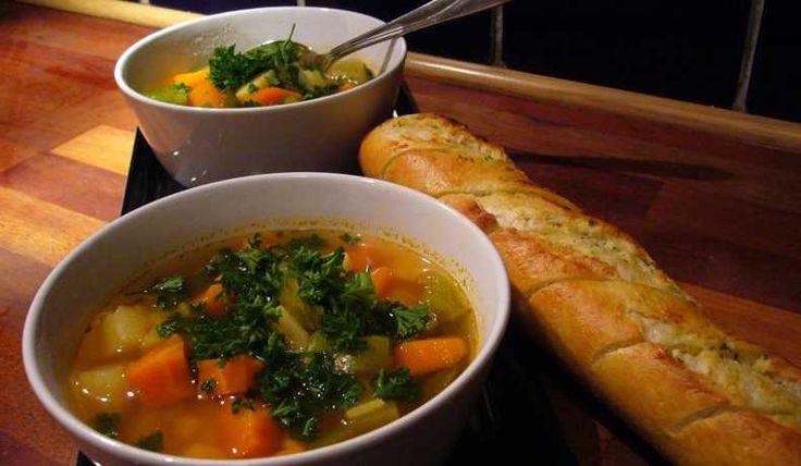 Klar soppa med lite sting. Servera med vitlöksbröd.