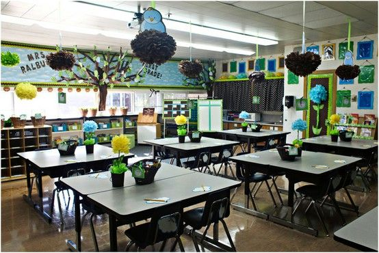 I love the way this classroom is organized! I love the color combinations, the tables, the decorations. Think it would work in a high school?