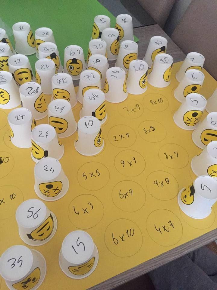 Variación: poner en el vaso los factores y en la cartulina en resultado. Actividad 1: poner cada vaso encima del resultado correspondiente. Actividad 2: leer el vaso y decir el número resultante, levantar vaso para autocorrección.