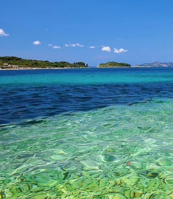 in Krk, Kroatien.  Werde ich übertreiben, wenn ich sage, das ist die beste Aussicht in der Stadt Krk? Wahrscheinlich, aber es ist immer noch spektakuläre Aussicht mit nur 5 Minuten vom alten Teil der Stadt und vom ersten Strand entfernt!    FERIENWOHNUNG, DIE AUF 4...