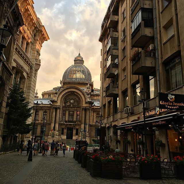 Simply Bucharest #travelromania #traveltheworld #bucharest #oldcity #nostalgia #goingbackintime #timepreservation #oldandnew