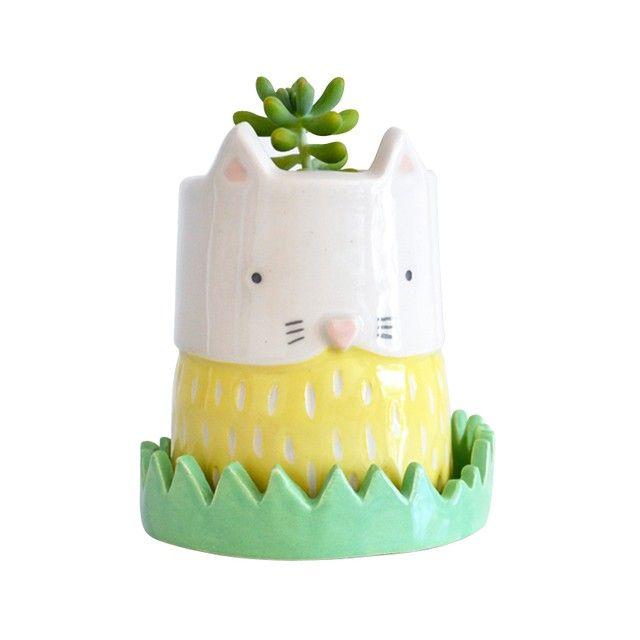 Maceta Gatito Yellow, viene con plato de pasto! medidas: 10 cm. de ancho x 13 cm. de alto.