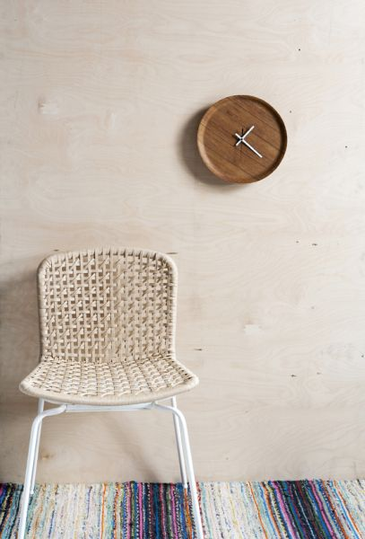 clock from wooden plate