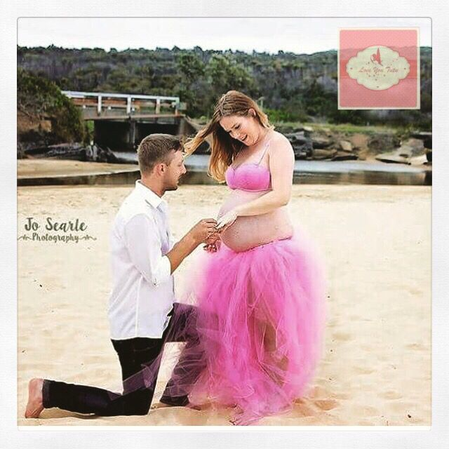 How special not only is this a maternity shoot but he suprised her by popping the question