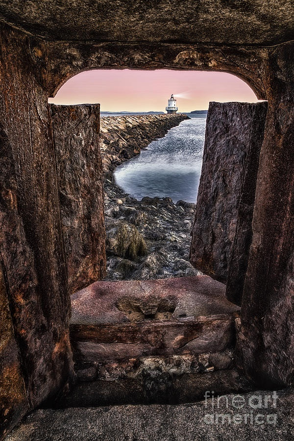 ✯ A sunrise view from behind Fort Preble to Spring Point Ledge Lighthouse located in South Portland, Maine