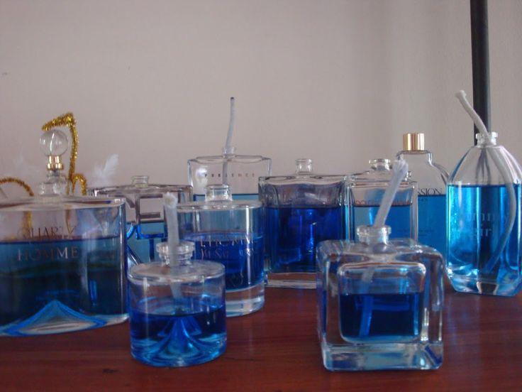 Frascos de perfume reciclados convertidos en  velitas de aceite. www.lacaloatamosconalambre.com