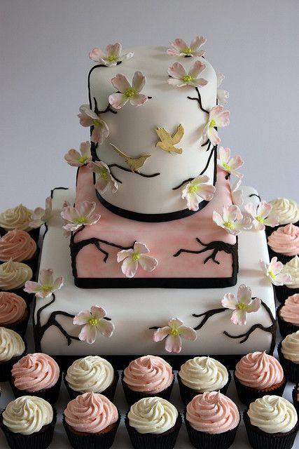和風を感じさせるデザインとカップケーキ。