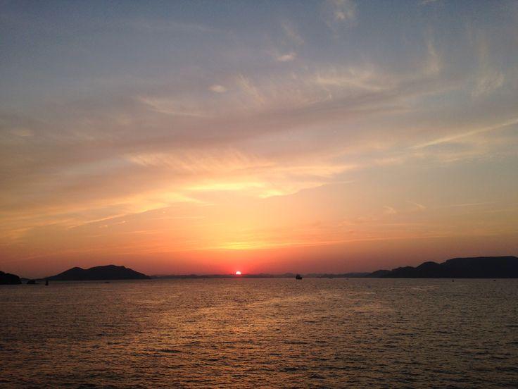 小豆島に帰るフェリーの上からの夕陽