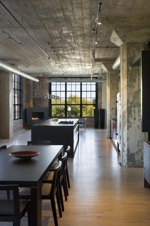 reforma cocina (presupuestON.com) en loft rehabilitado con isla central para zona de cocción, paredes y techos de hormigón, suelo de parquet