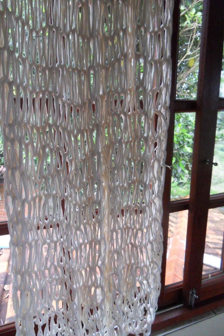 Armgebreide gordijnen van repen bijvoorbeeld spijkerstof  Armknitted curtains of fabric