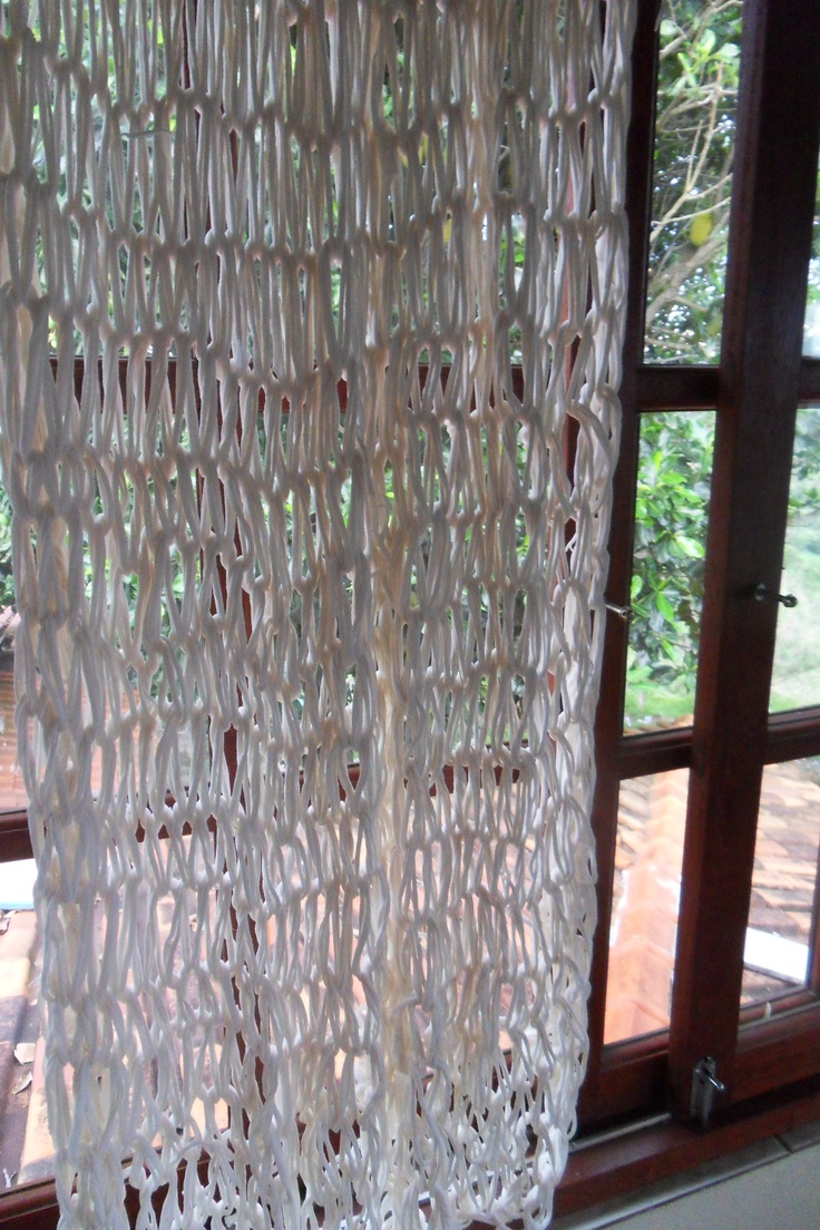 Armgebreide gordijnen van repen stof  Armknitted curtains of fabric
