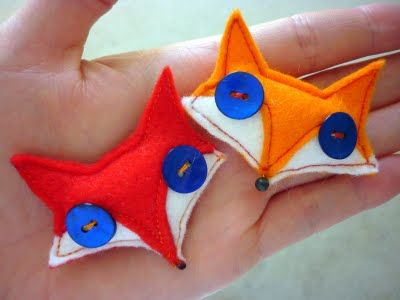 Felt foxes   Note to self: inspiration for handwarmer