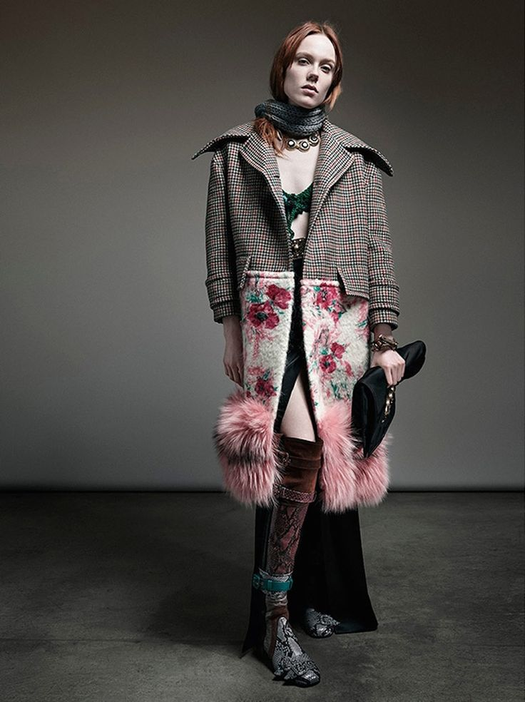 Photo Prada Fall/Winter 2017/2018 like the contrast of floral print and fur, this could be done in black jacard print, black fur and plane black top