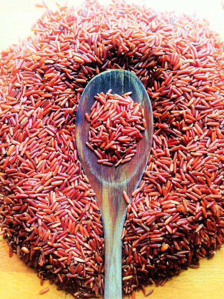 Az egy dolog, hogy mennyire finom ez a könnyű, húsmentes egytálétel, de hogy milyen egészséges.... hmmm... NAGYON!!! :) Mondjuk nem ezért főztem, hanem azért mert könnyű, ízes, egyszerű és kimondottan kímélő étel így tavasszal, húsvét környékén.De nem árt tudni a vörösrizsről, hogy a fehér rizst…
