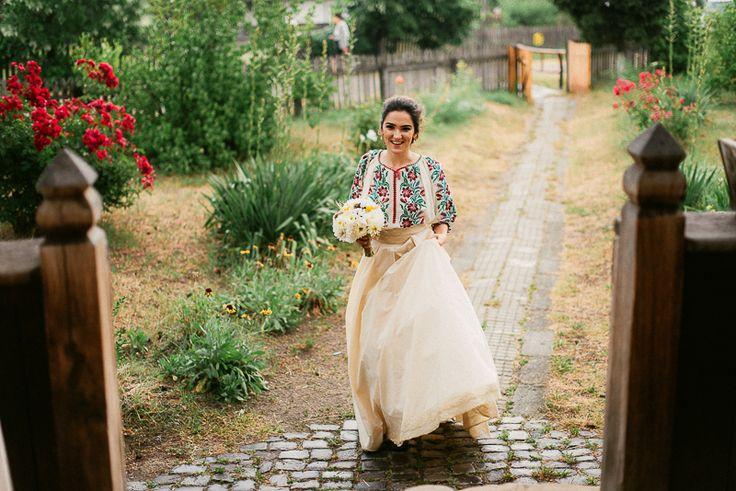 Iulia-Andrei-traditional romanian wedding_land of white deer (4)