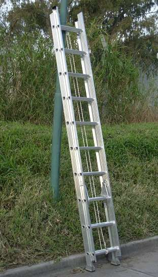 Escalera Extensible Aluminio Reforzada Altura 5.10 mts 20 escalones http://floresta.clasiar.com/escalera-extensible-aluminio-reforzada-altura-510-mts-20-id-229648