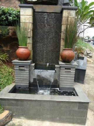 contoh desain air mancur pada taman depan rumah minimalis