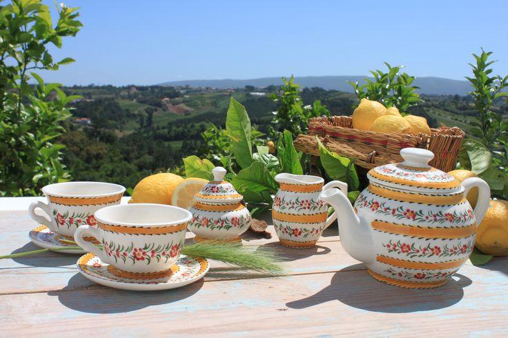 Handmade ❀ Chita Amarelo - Conjunto de chá em faiança pintado à mão, elaborado em fábrica local e familiar. Decorado com desenho inspirado nos padrões antigos da Chita de Alcobaça (panos de algodão tradicionais). Inspired by Lemon