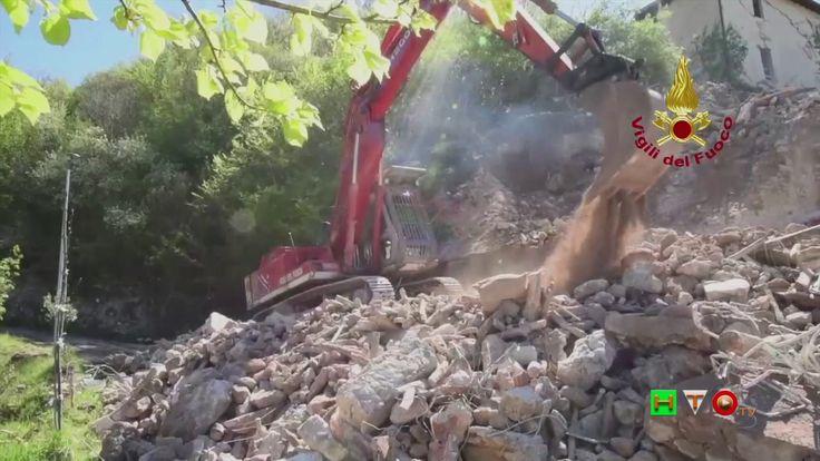 Vigili del Fuoco - Acquaro - Demolizione per ripristino viabilità - www....