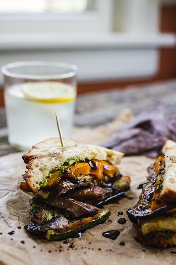 Sandwich Club chaud ( courgettes, auberge reniées, champignons, poivron jaunes…