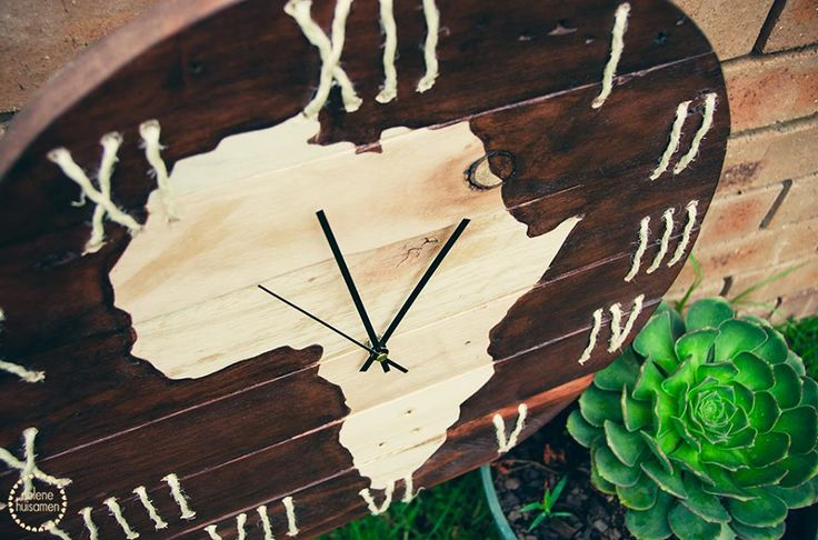 Beautiful Pallet Clocks for your home.