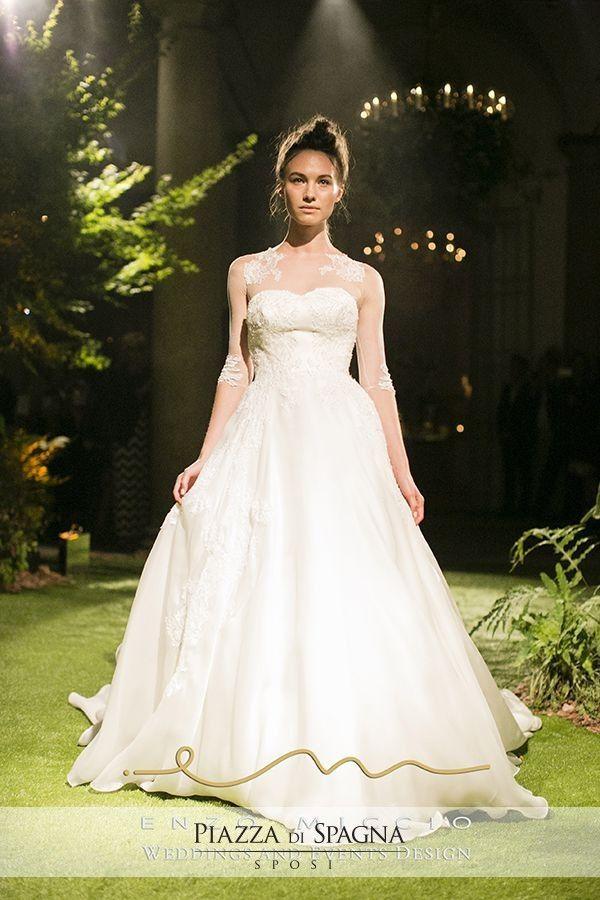 #EnzoMiccio dimostra di essere anche un raffinato fashion designer con la sua Bridal Collection 2016. Scopri i suoi abiti da #sposa su http://www.piazzadispagnasposi.it/collezioni/sposa/enzo-miccio-abiti/
