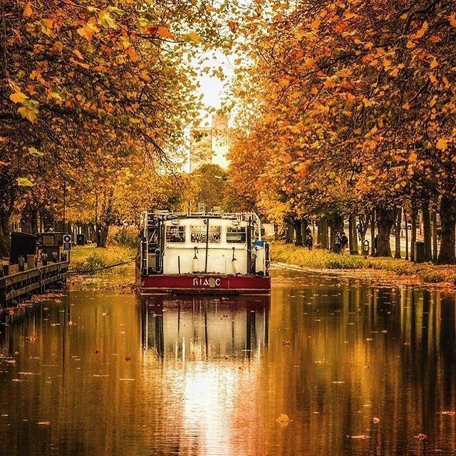 Autumnal colours on the Grand Canal Dublin by @varjakpaul  This is one of the most picturesque and photographed stretches of the Grand canal in Dublin now wearing its 'autumn collection' . The #barge now functions as a floating #restaurant for the passer-by who wishes to spurn a packed lunch and dine in style. . . #vancityhype #getoutside #discoverglobe #beautifuldestinations #socialrealtor #socialmedia #yvrre #realtor in #yaletown #vancity #vancouverrealestate #theevlist #wp #linkedin…