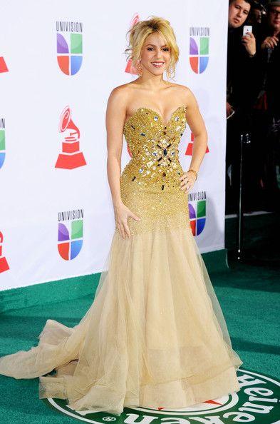 Shakira Photos Photos - Musician Shakira arrives at the 12th annual Latin GRAMMY Awards at the Mandalay Bay Resort