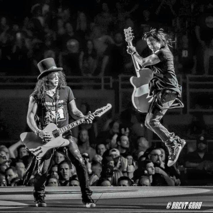 Slash and Richard Fortus of guns N' Roses, #gnr #gunsnrosesreunion #notinthislifetimetour
