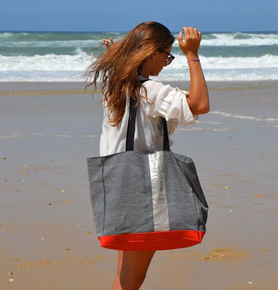 Beach Bag Lacanau. Big boho Tote bag for beach, school, shopping, yoga or whatever you do! Large Beach bag cotton and Linen. water resistant Vinyl bottom, Urban Eco, this bag will become your best companion. The outside is very thick, dark grey cotton with one vertical stripe of silver natural Linen on front side. Plain grey on the back side. The bottom is bright red vinyl so you can treat it as a sturdy friend.. the inside is waxed cotton (stain and water resistant, wipe it with wet…