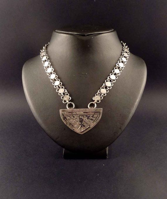 Old silver ethnic bedouin necklace from the Middle East, bedouin jewellery, old ethnic necklace, tribal bedouin pendant, Syrian jewelry
