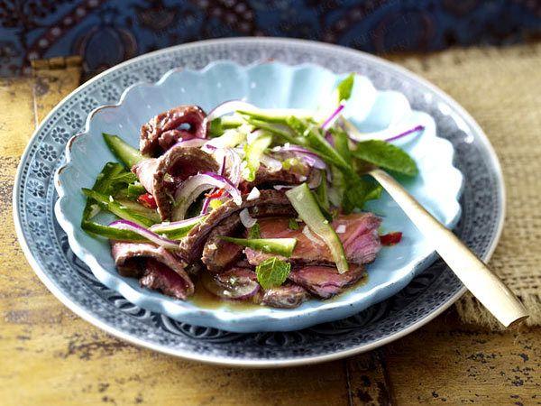 Thailändischer Salat mit Steakstreifen