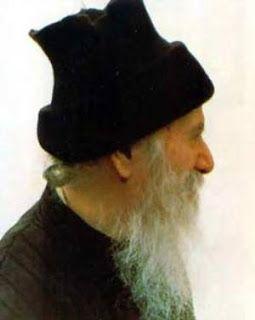 Πνευματικοί Λόγοι: Άγιος Πορφύριος Καυσοκαλυβίτης: «Αὐτὸς δὲν εἶναι τ...