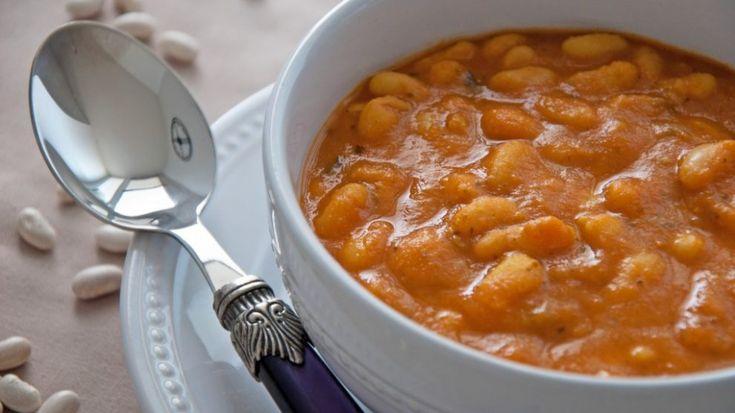 Cucina marocchina: loubia, zuppa di fagioli bianchi - La ricetta di oggi ci porta in Marocco con un piatto semplice e saporito, perfettoperl'inverno: laloubia, zuppa di fagioli bianchi! Ingredienti: 500g di