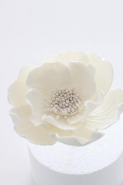 white flower for wedding cake Sharon Wee  https://www.facebook.com/Weelovebaking