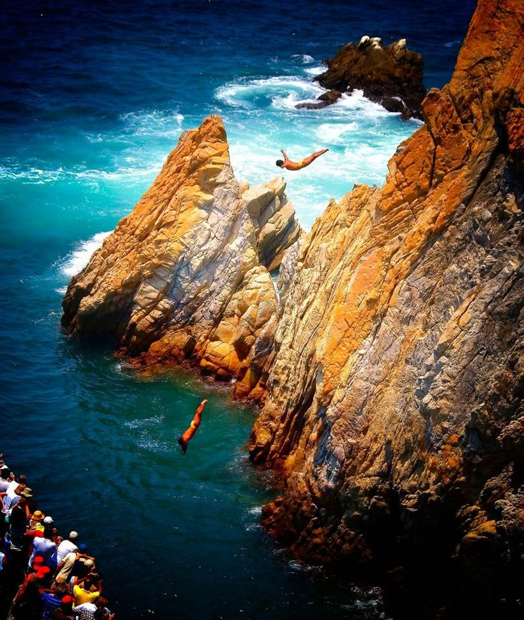 La Quebrada Cliff Divers, Acapulco, Mexico    This is so cool to see and such a beautiful place.