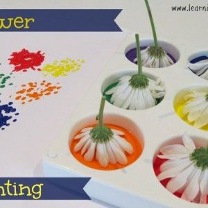 A fun, quick and easy activities for kids and toddlers using flowers dipped into paint. #springpaintingideas #paintingactivitiesforkids #paintingideasforkids
