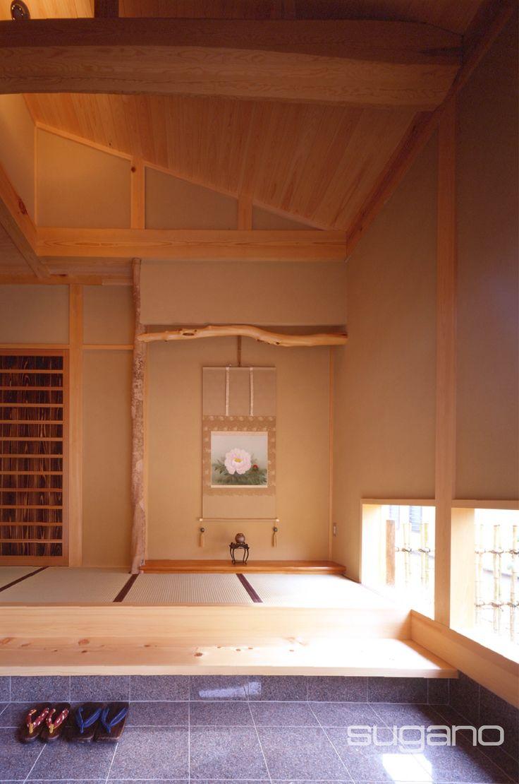 平屋建て住宅の和風玄関。 玄関に床の間をしつらえました。地窓から小さな石庭が見えます。  #和風建築 #和風住宅 #和風玄関 #床の間 #家づくり #菅野企画設計